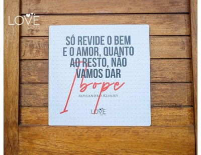 PLACA DECORATIVA RK  25X25 SO REVIDE O BEM E O AMOR